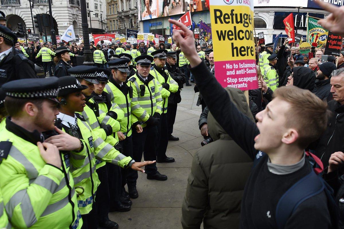 Демонстрация в Лондоне в защиту беженцев переросла в стычки с полицией