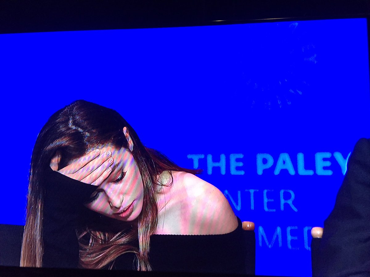 Yes, @DebnamCarey and @mercedesmason will have more scenes together @FearTWD #Paleyfest https://t.co/RD60Av4P9B