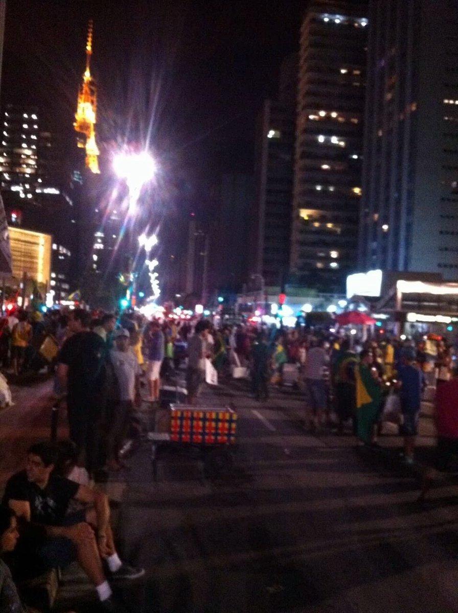 O povo clama agora pelo Impeachment da Dilma na Av. Paulista https://t.co/ei4eSQaK0j