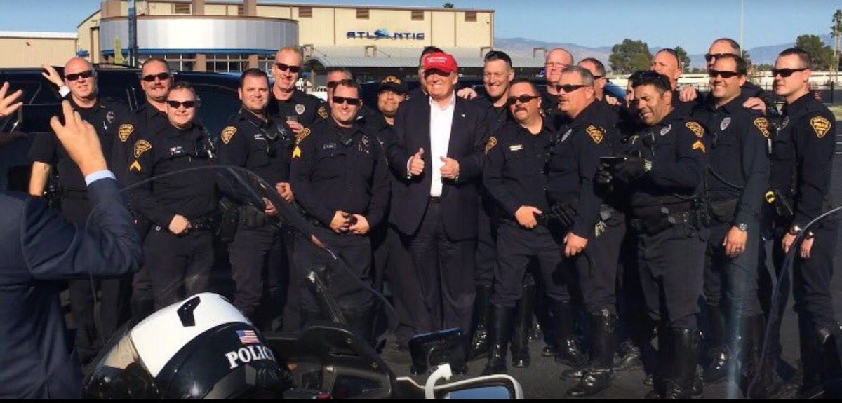 Lest anyone question which side the cops in Arizona were on tonight. https://t.co/va4PxllSXZ