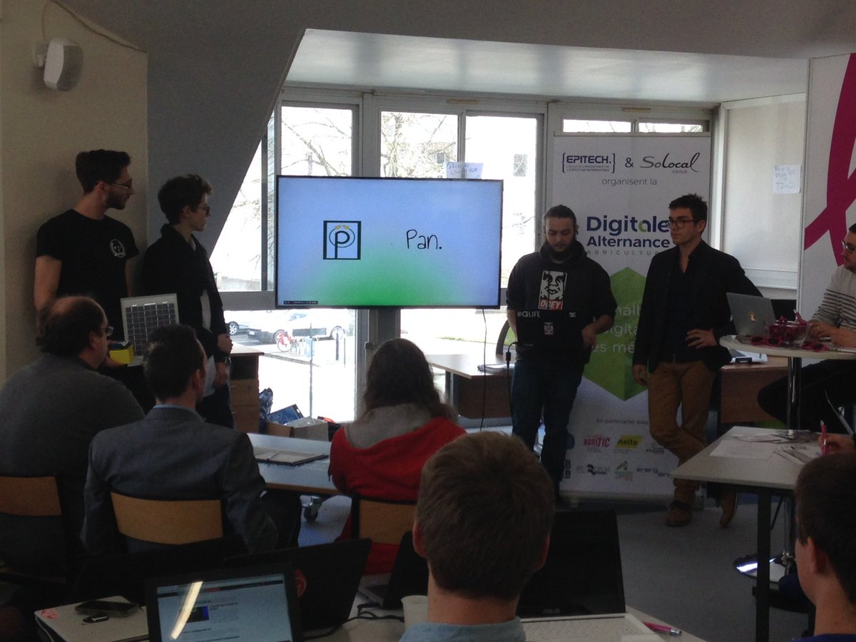 Début des pitchs devant les mentors pour sélectionner 5 finalistes ! Bon courage aux étudiants #DigitaleAlternance https://t.co/8L5WX8UeRQ