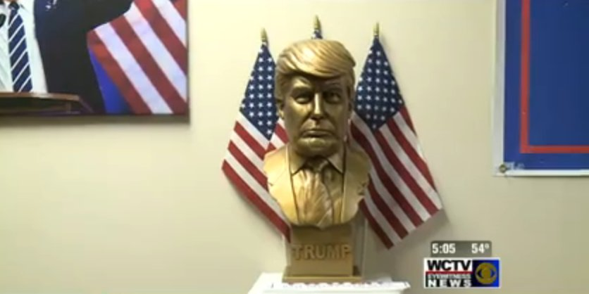 .@realDonaldTrump's field offices come with busts of the candidate's head. https://t.co/OGUdwKMdty