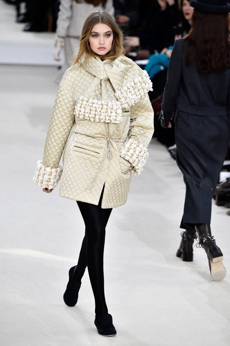 Spotted: @GigiHadid on the @Chanel catwalk this morning https://t.co/AqQIuBhRWi https://t.co/lB8B0O5PZ6