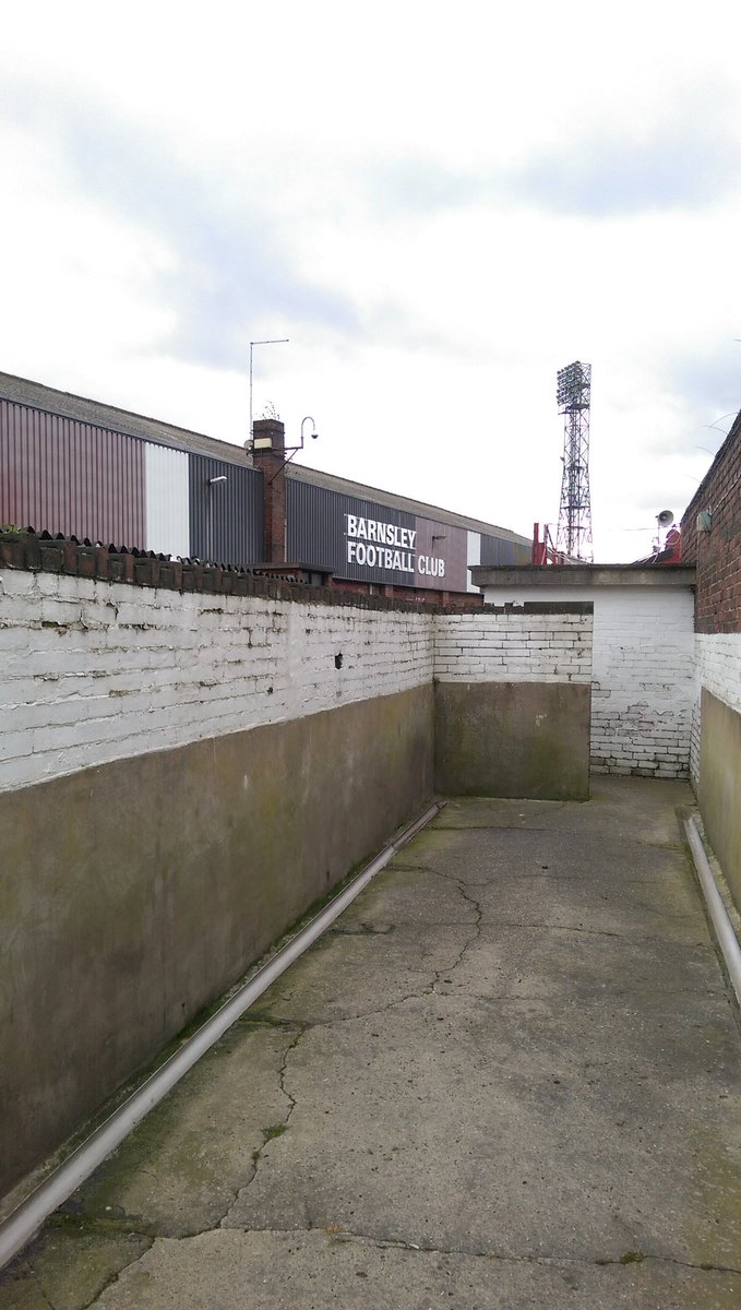 Love visiting old grounds. So much history. Check out Barnsley's gents toilets in their oldest stand.  #no-number2s https://t.co/rzbdcbLZiP