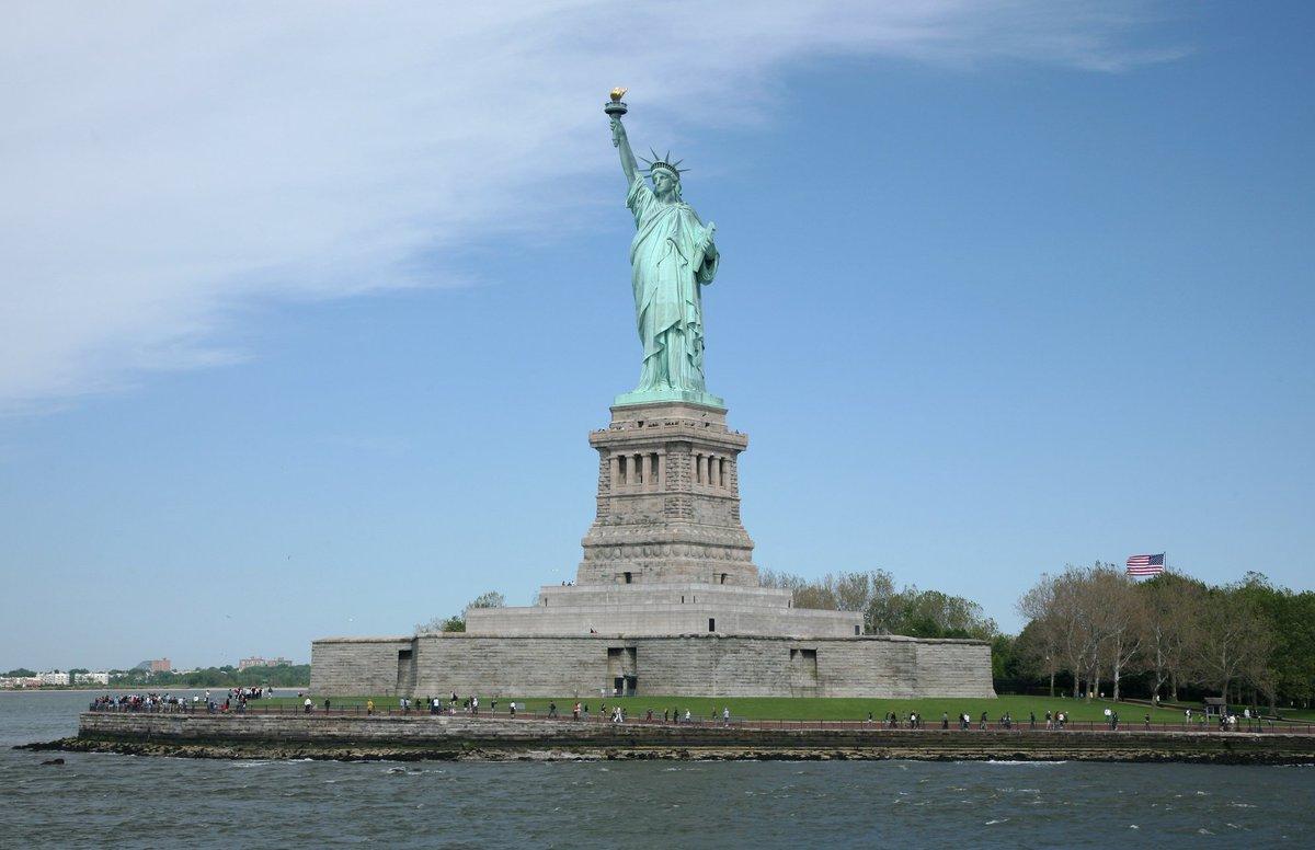 Hasil gambar untuk statue of liberty