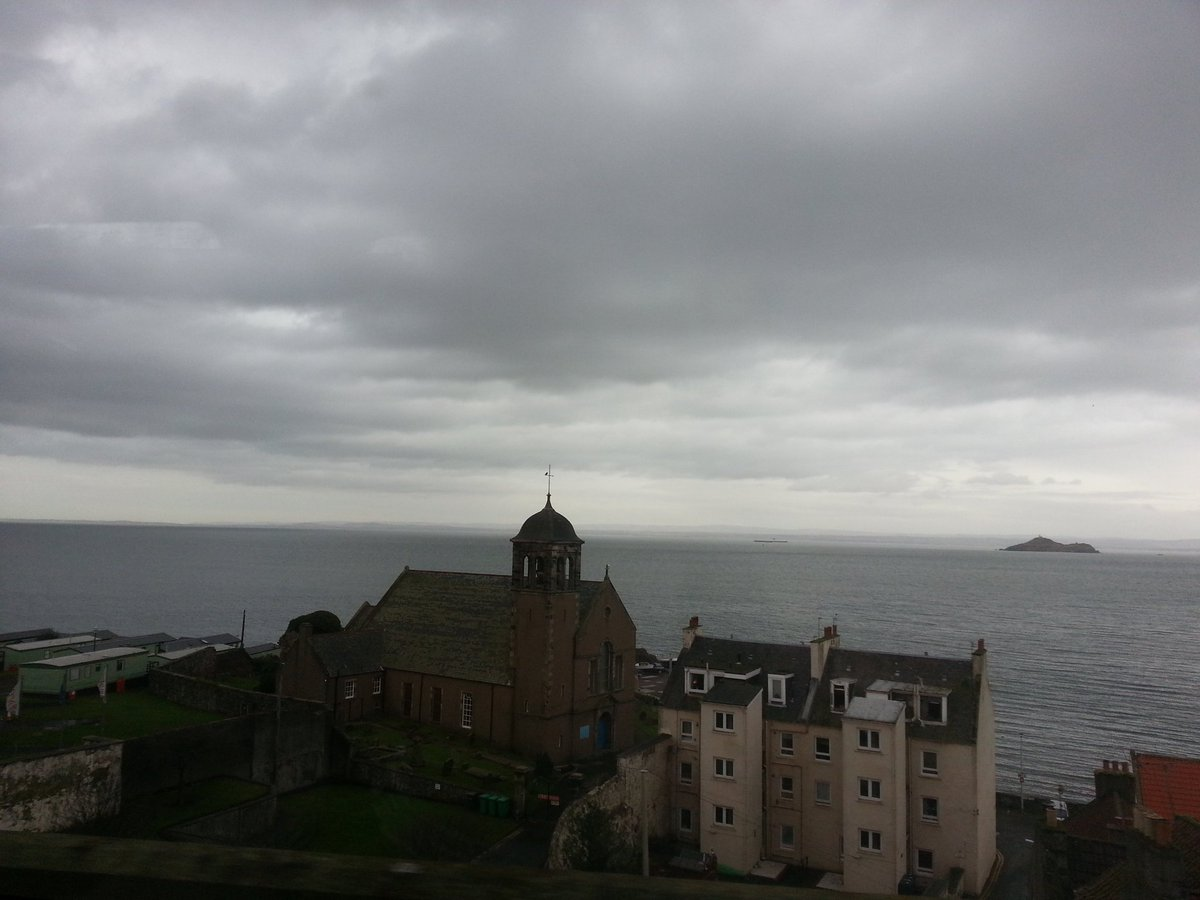 That view! #Kinghorn #Inchkeith #ScotlandbyRail #railway @ScotRail @FifeFreePressEd @LoveFife @TLocallyBurntis<br>http://pic.twitter.com/0wDRMcmOxe