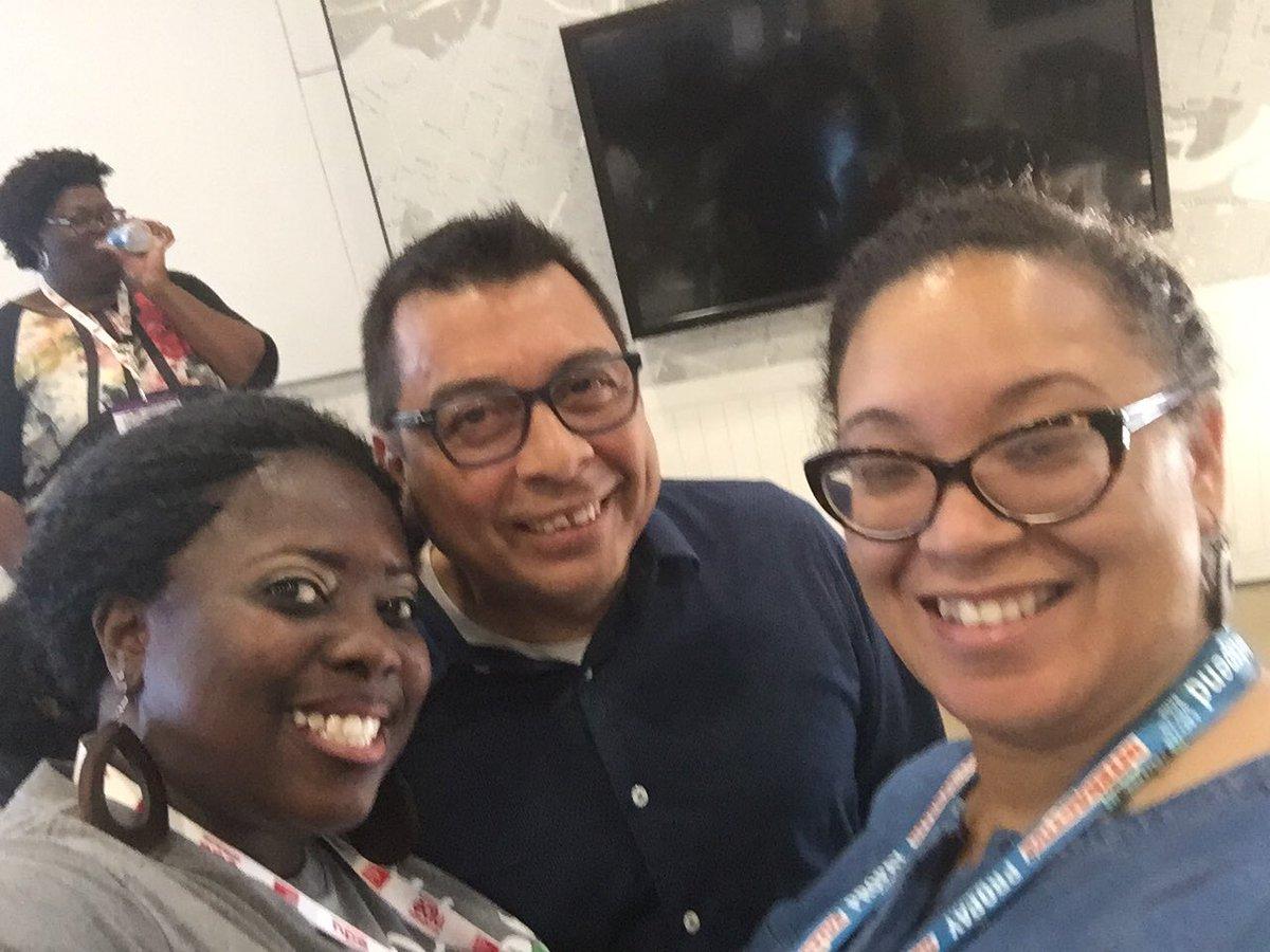 Ran into the AP Mr. Tellez from Drew Academy in .@AldineISD @awillery #SXSWedu #SXSWedu2016 #aldineinnovates https://t.co/htXFELGXSZ