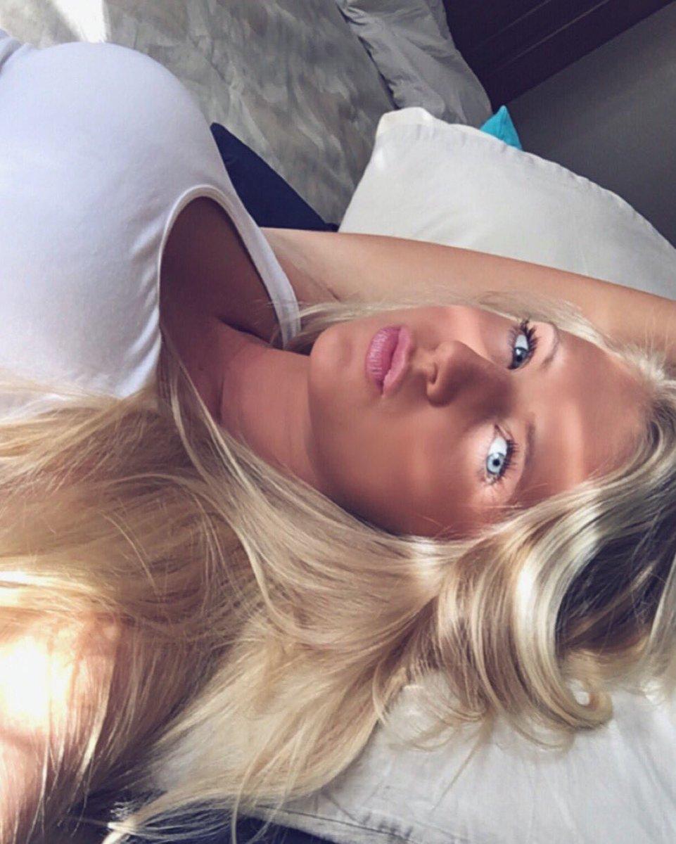 Alexis Clark  - ⛅️ twitter @alexissclarkk