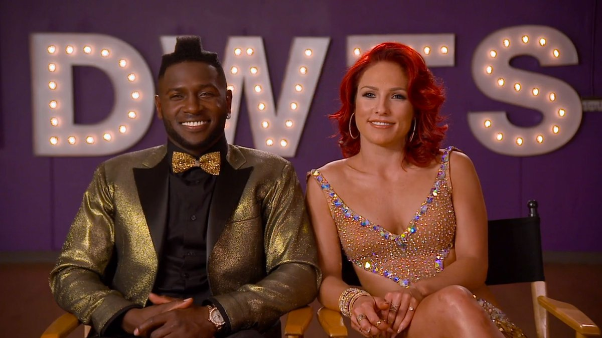 Can't wait to see @AntonioBrown84's fancy footwork on @DancingABC! https://t.co/gK5XBMzgyY #TonyToeTap #teamboomin https://t.co/BEuGUSM61f