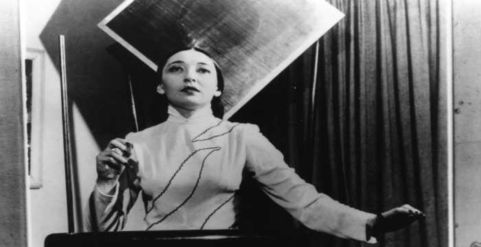 Clara Rockmore ci mostra il suo Theremin: guarda e ascolta questo magico strumento