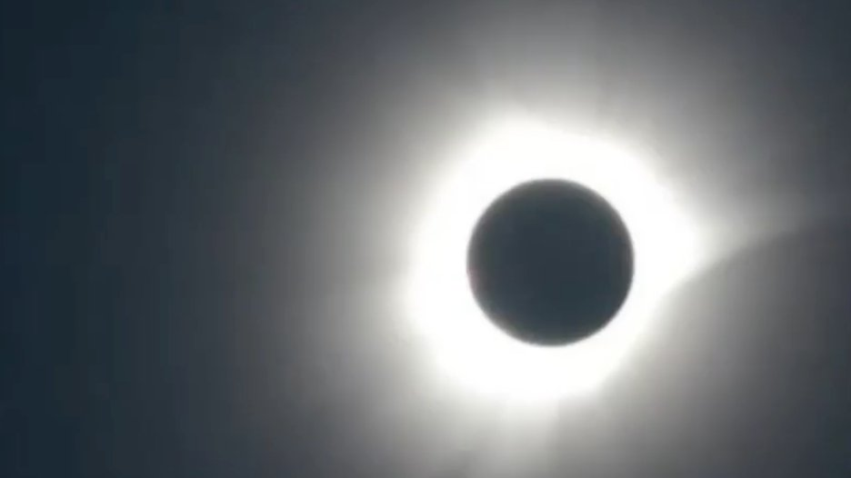 TOTALITY: The view from Palu, Indonesia a few minutes ago. LIVE: March 8 solar eclipse https://t.co/iQViZMT5bS https://t.co/31Eo2jvRgB