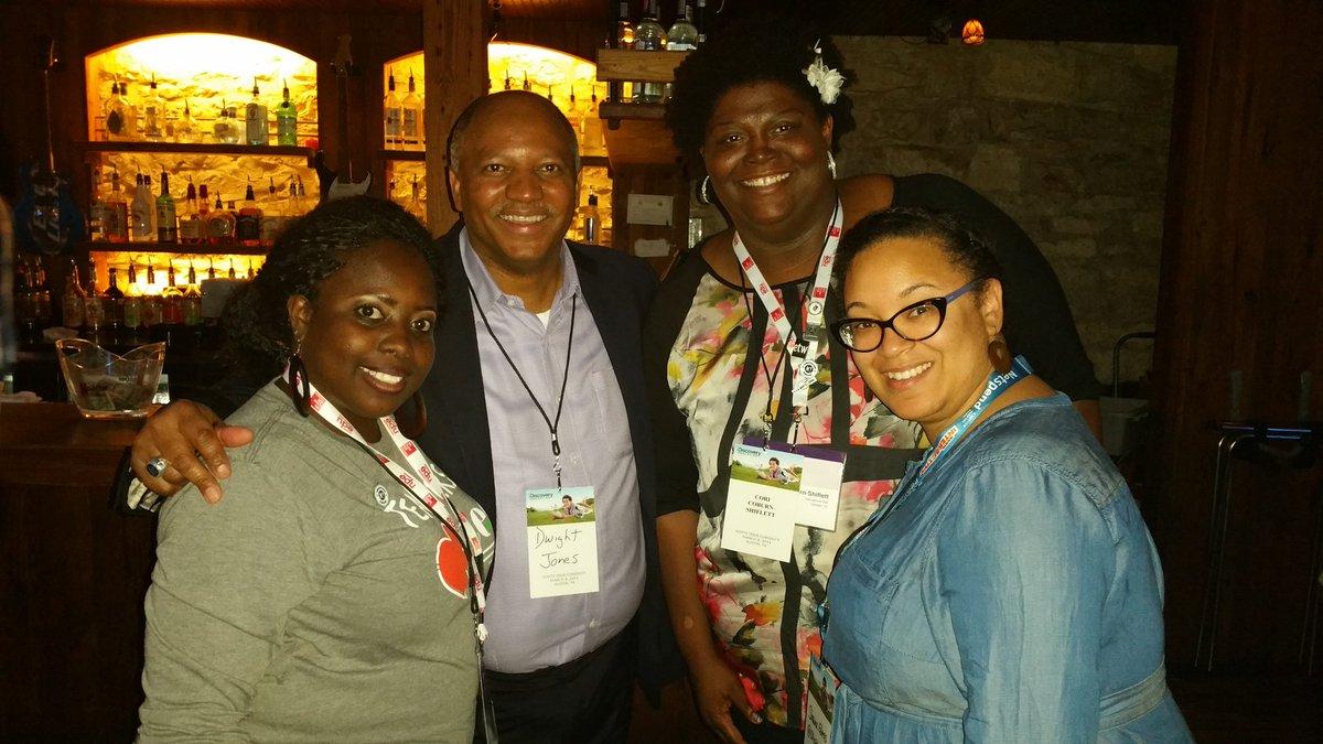 So great to meet @dwightjones21 @DiscoveryEd meetup! #DENsi2016  #igniteyourpassion @Kharima4 https://t.co/7KUWJMs8QH