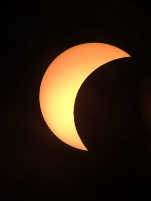 Astronomer Andrew Cooper, (@Darkerview ) took this picture of the #Eclipse from #Hawaii https://t.co/43DDfNEDzf