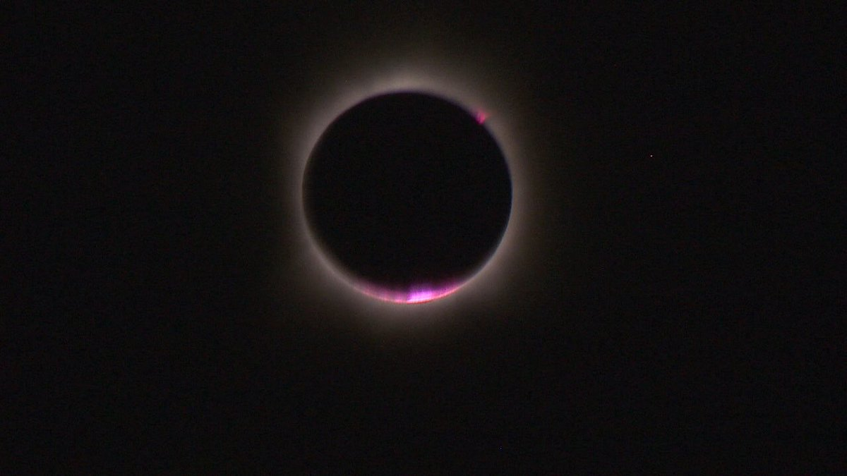 This is what you call an exclusive photo of a total #solareclipse over the middle of the Pacific Ocean. #KOMOeclipse https://t.co/E0F4AXUNKO