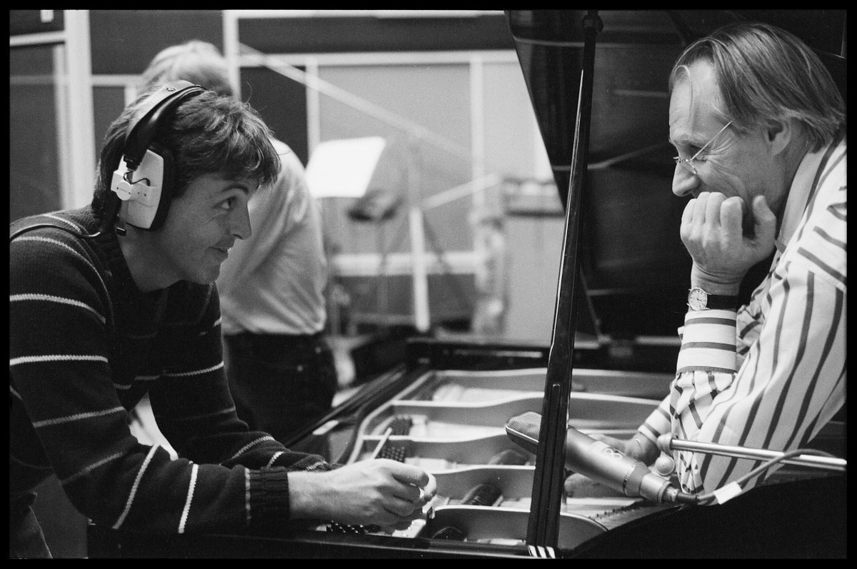 """The world has lost a truly great man..."" Paul McCartney on George Martin: https://t.co/M2ySCKfisO https://t.co/dDE5cm2F0a"