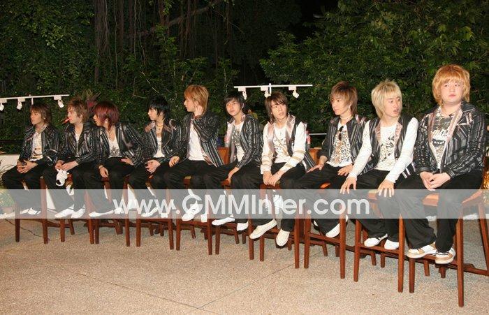 ครั้งที่ 1: 18/3/2006  ชีวอน และฮีชอล กลับเกาหลี เหลือ 10 คน มีงานแฟนมีตติ้ง   #10YearsWithThaiELF [3/4] https://t.co/hTg3scGiaY