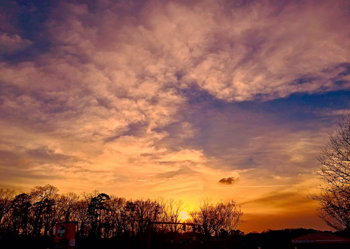 Beautiful ending to a gorgeous Georgia day in Roswell, Georgia @BradNitzWSB @spann @sunset_wx @wsbtv @yourtake https://t.co/VFAZI9t60w