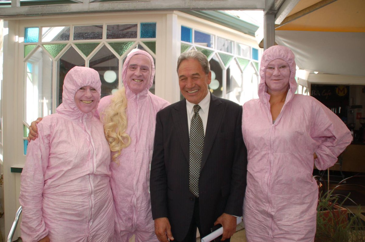 Winston Peters with human dildos, Ladies & Gentlemen https://t.co/PFGonBZzoX