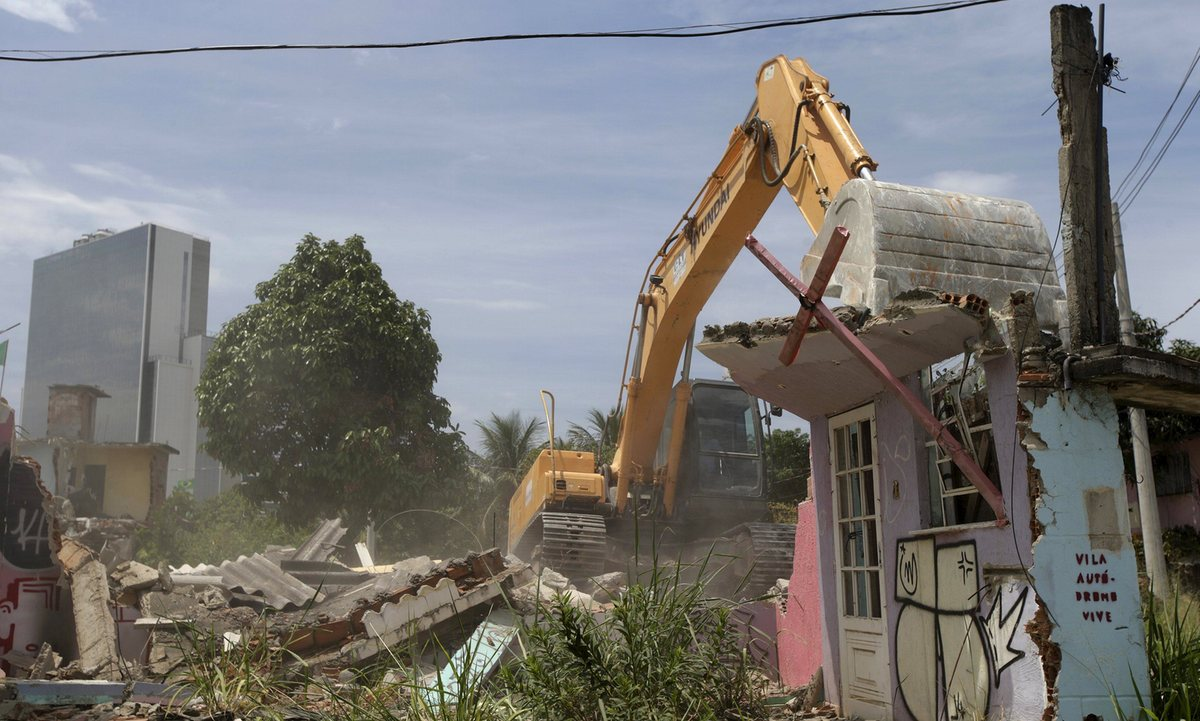 Rio 2016: Neighborhood demolished to clear path for the Olympics