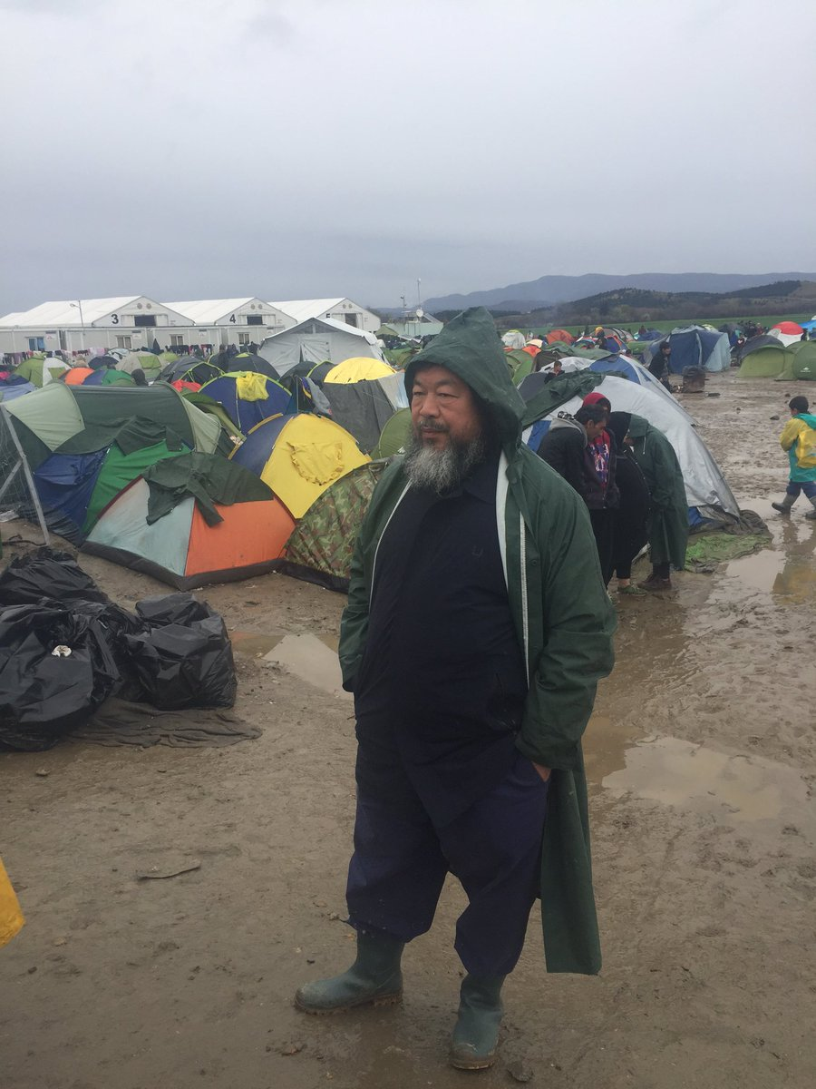 Chinese artist & activist Ai Wei Wei in #Idomeni among refugees & calls living conditions deplorable https://t.co/zzVyhdUU6t