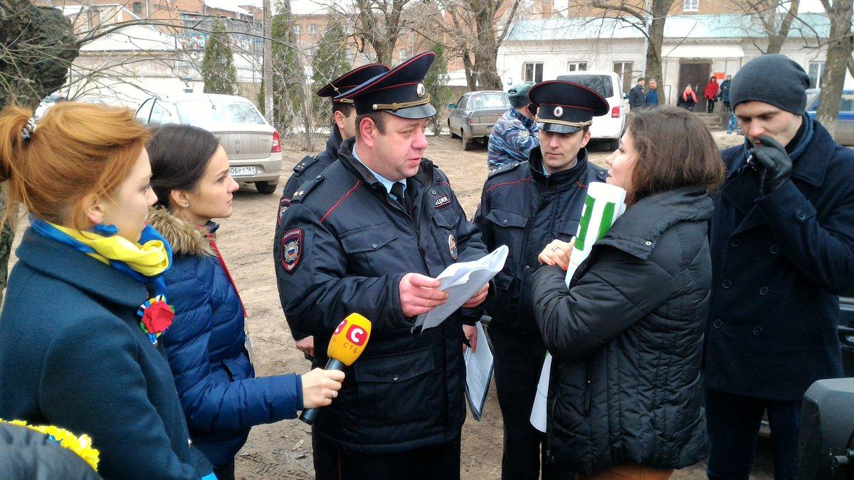 Мать и сестра Савченко приехали на акцию под зданием Новочеркасского СИЗО - Цензор.НЕТ 9026