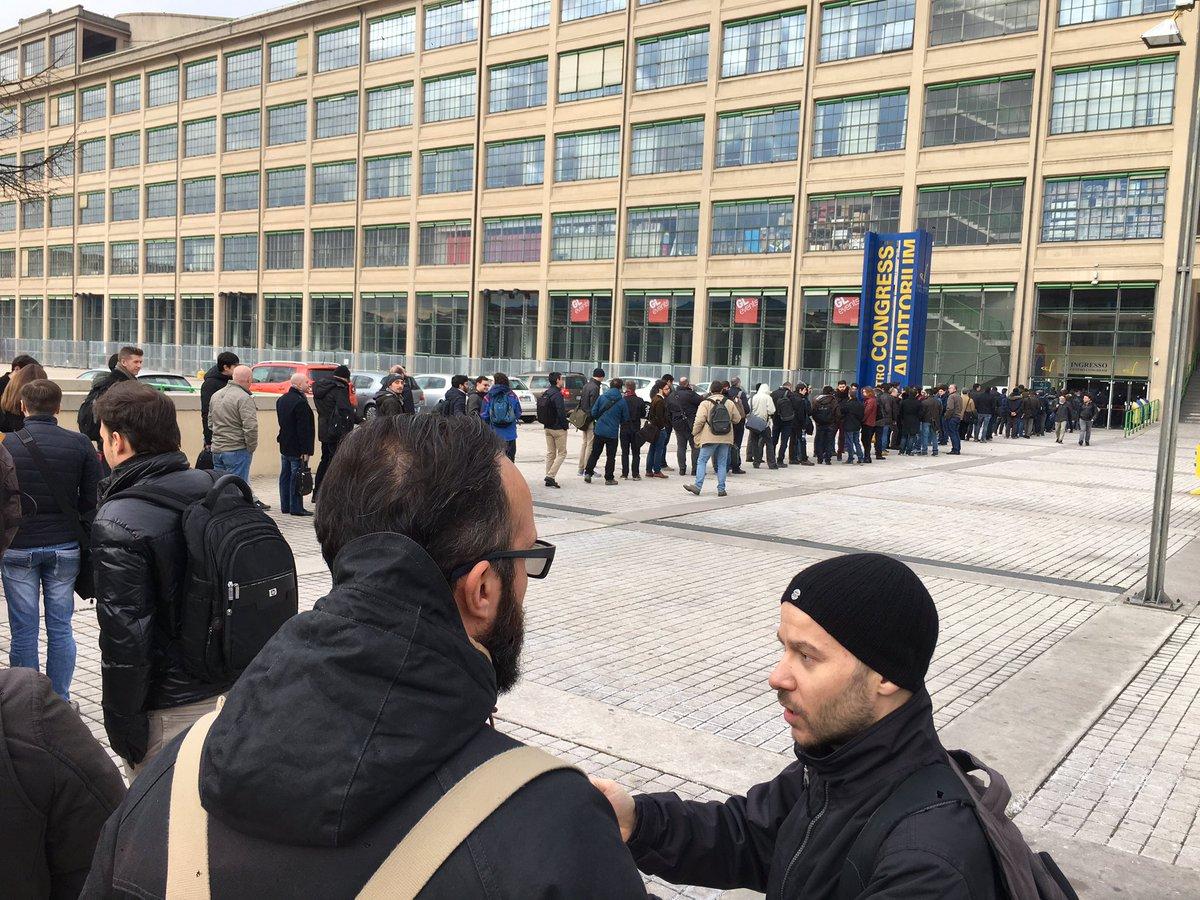 #cloudconf2016 queueing up. https://t.co/4eBC7XvVpb