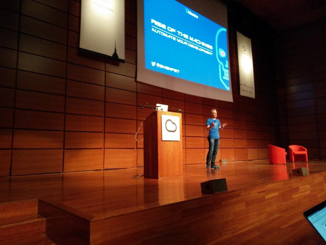 @svenpet is here! #cloudconf2016 https://t.co/4dZgr96eZJ