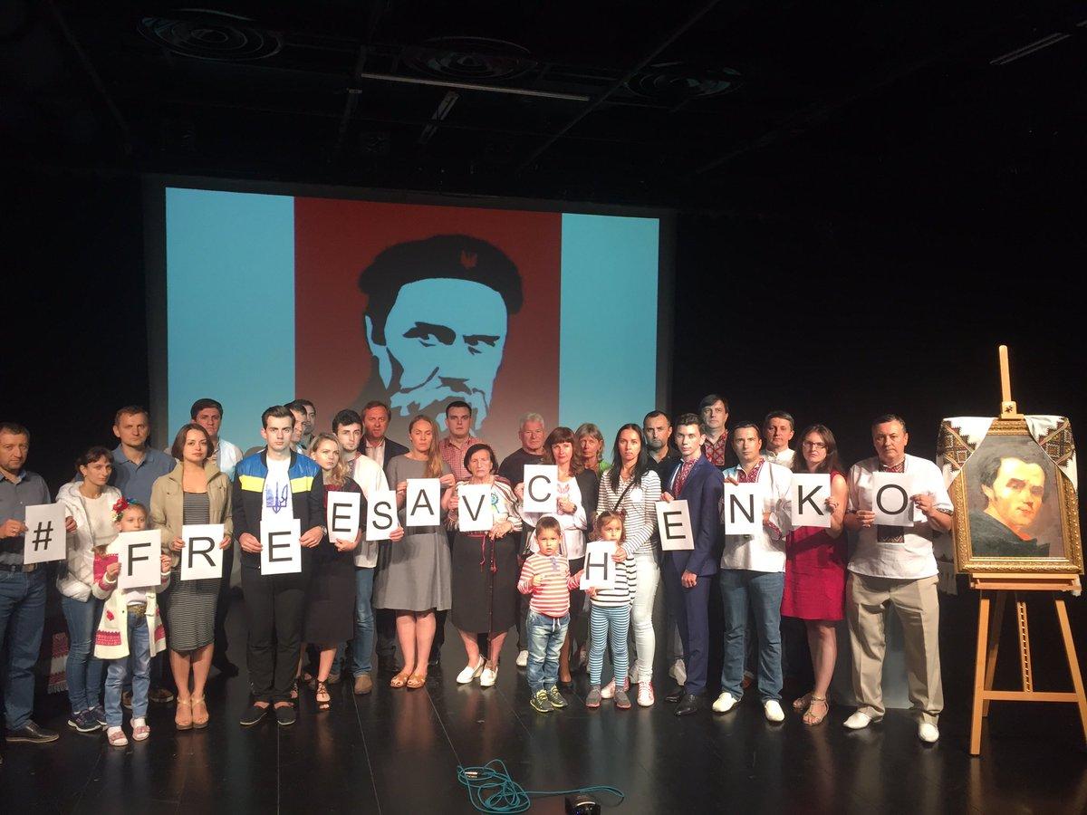 1/1 В ОАЕ відбулися шевченківські читання та акція на підтримку Надії Савченко https://t.co/b5AtEk0P3w https://t.co/DFfWNGfYxh