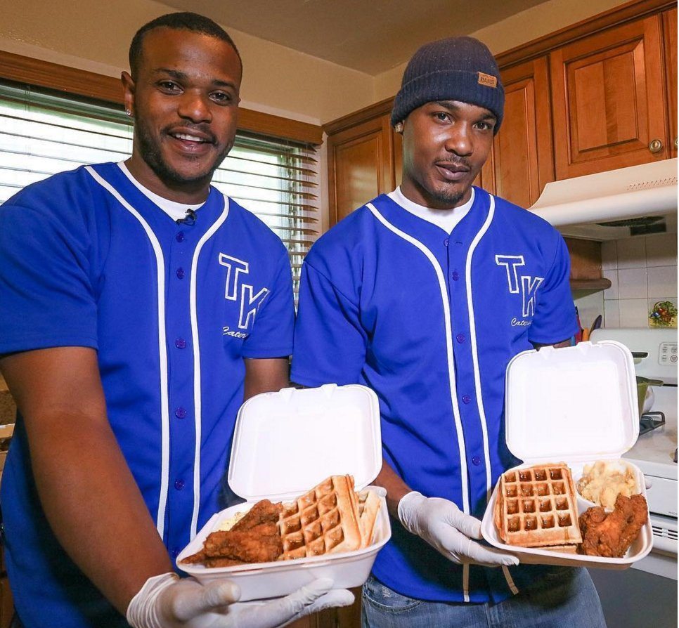 "Rival gang members bury their beef & start ""Trap Kitchen LA"" catering company https://t.co/yermoMh2KM https://t.co/JSk5TPpQ68"