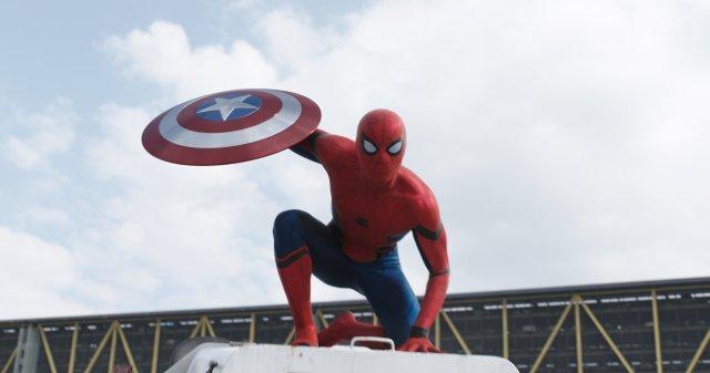 #Trailer: #CaptainAmericaCivilWar introduces #Spiderman to the @Marvel Universe: https://t.co/WkMBfiLtzN https://t.co/78F3QLNn9J
