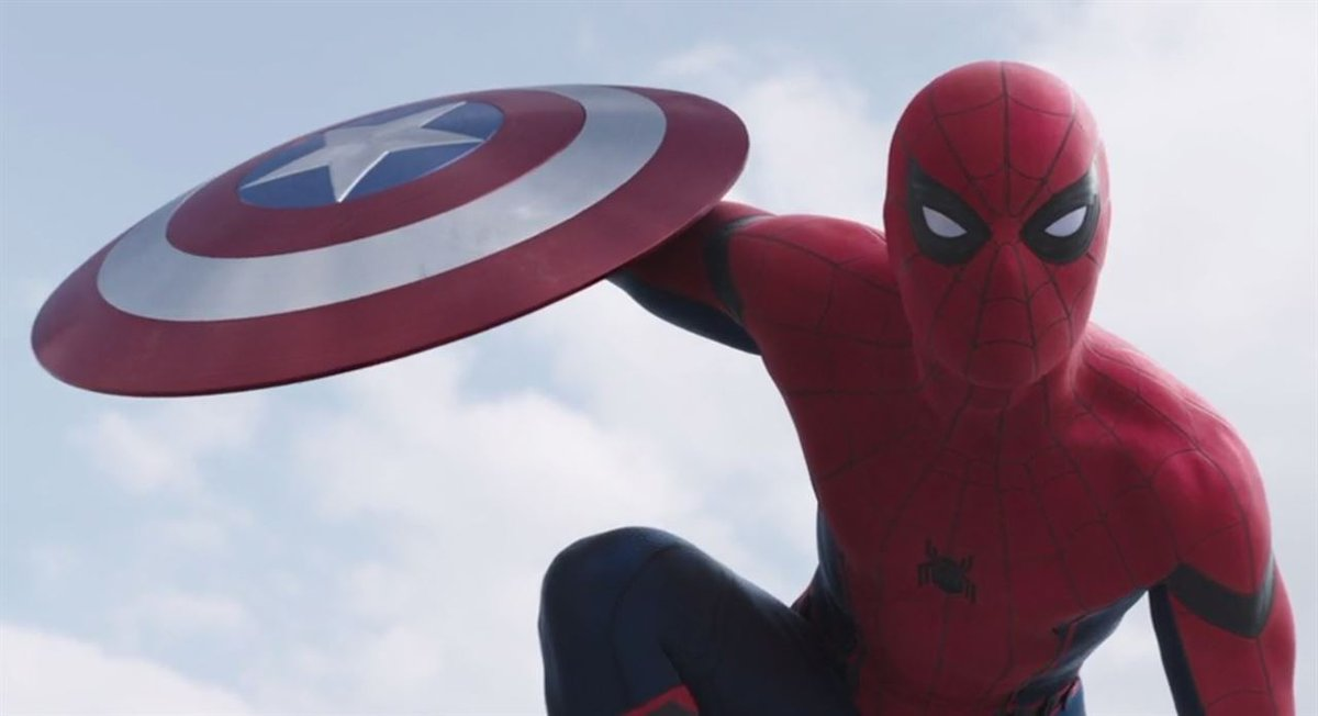 BRUTAL tráiler de Civil War: #Spiderman llega al universo Marvel https://t.co/VMCzF0rpfT #TeamIronMan #TeamCap https://t.co/G5fkfTkHxV