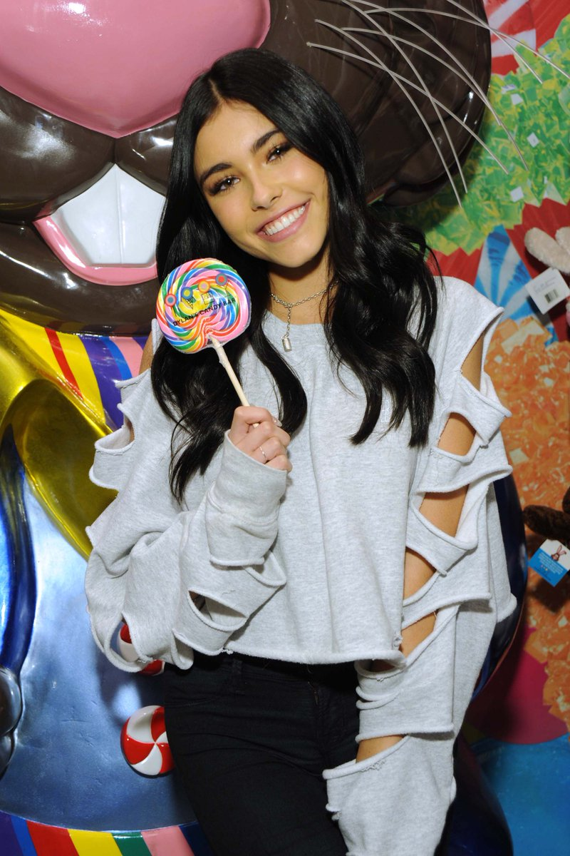 Hope everyone enjoyed our #MadisonBeer event! @MadisonBeer, thanks for all the smiles at our #UnionSquare store! https://t.co/Puw3EGCDot