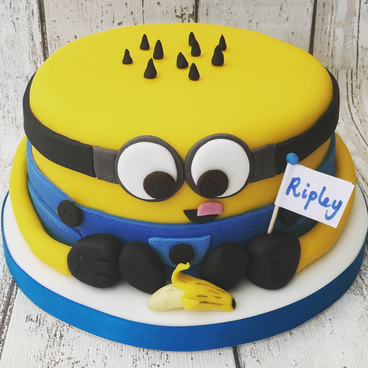Shakey Cakey on Twitter Minion birthday cake Minions cake