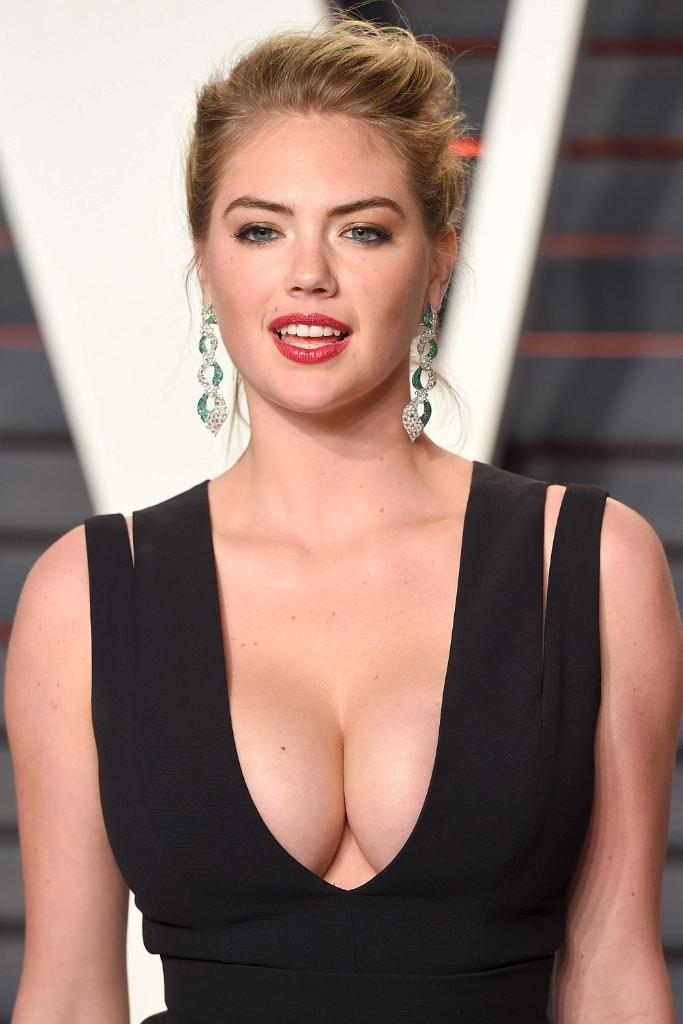 Short sexy blonde big tits