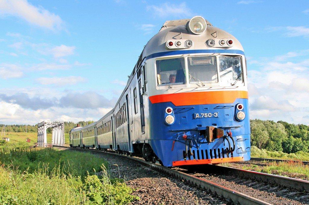 Ни себе ни людям: Украина безжалостно разбирает железную дорогу в Россию