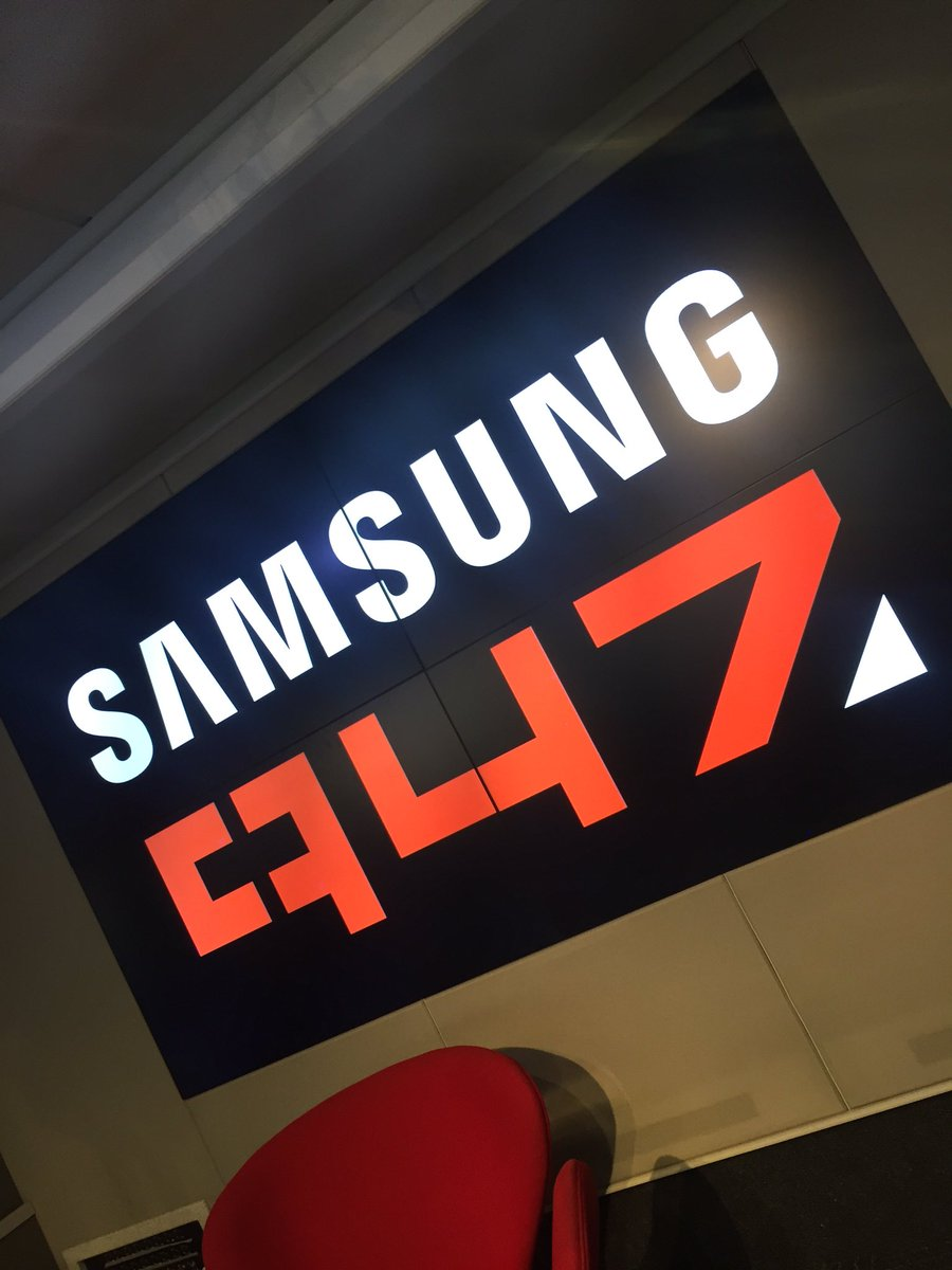 Chilling in studio, watching people win money with @SamsungMobileSA on @947. Alas, I can't win