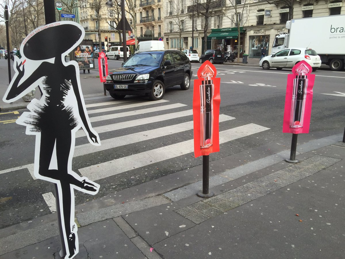 Street marketing la porte d 39 un lyc e parisien pour un for Porte marketing