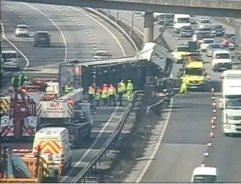 #M25 #A34 #A40 #M4 #M25 intending to travel north to #Birmingham on #M40 this afternoon? Consider alternative routes https://t.co/UssGJeahh4