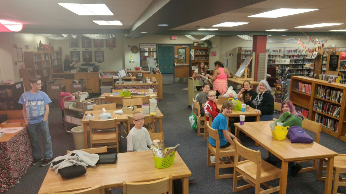 #OTFalcons #FOProud We 💘 🍕 and 📚  Go Truman Award Books https://t.co/ToFS2Y7tEQ