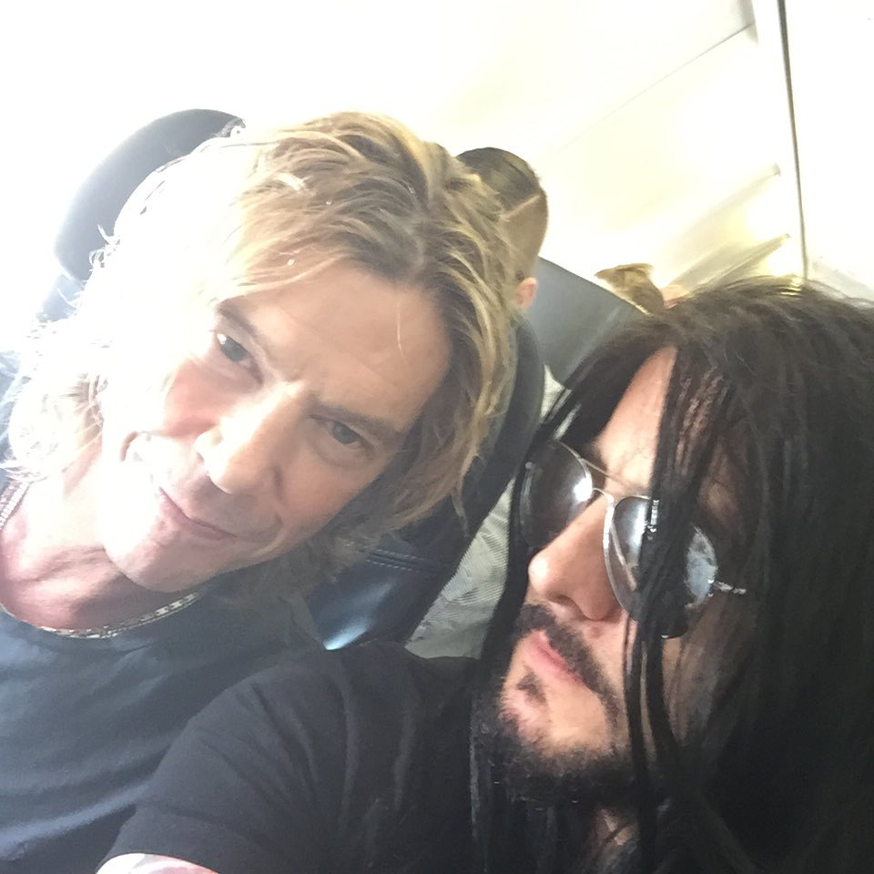 Look who I found on the plane home. Quit eating and quit touching me @DuffMcKagan https://t.co/7E1iDWnBxa