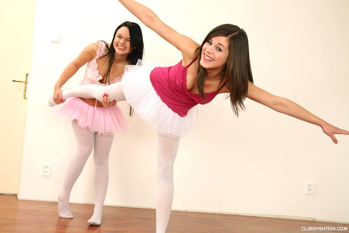 1 pic. Back in time with @OFLittleCaprice :) #ballerinas #seventeengirls #littlecaprice @capricefan1
