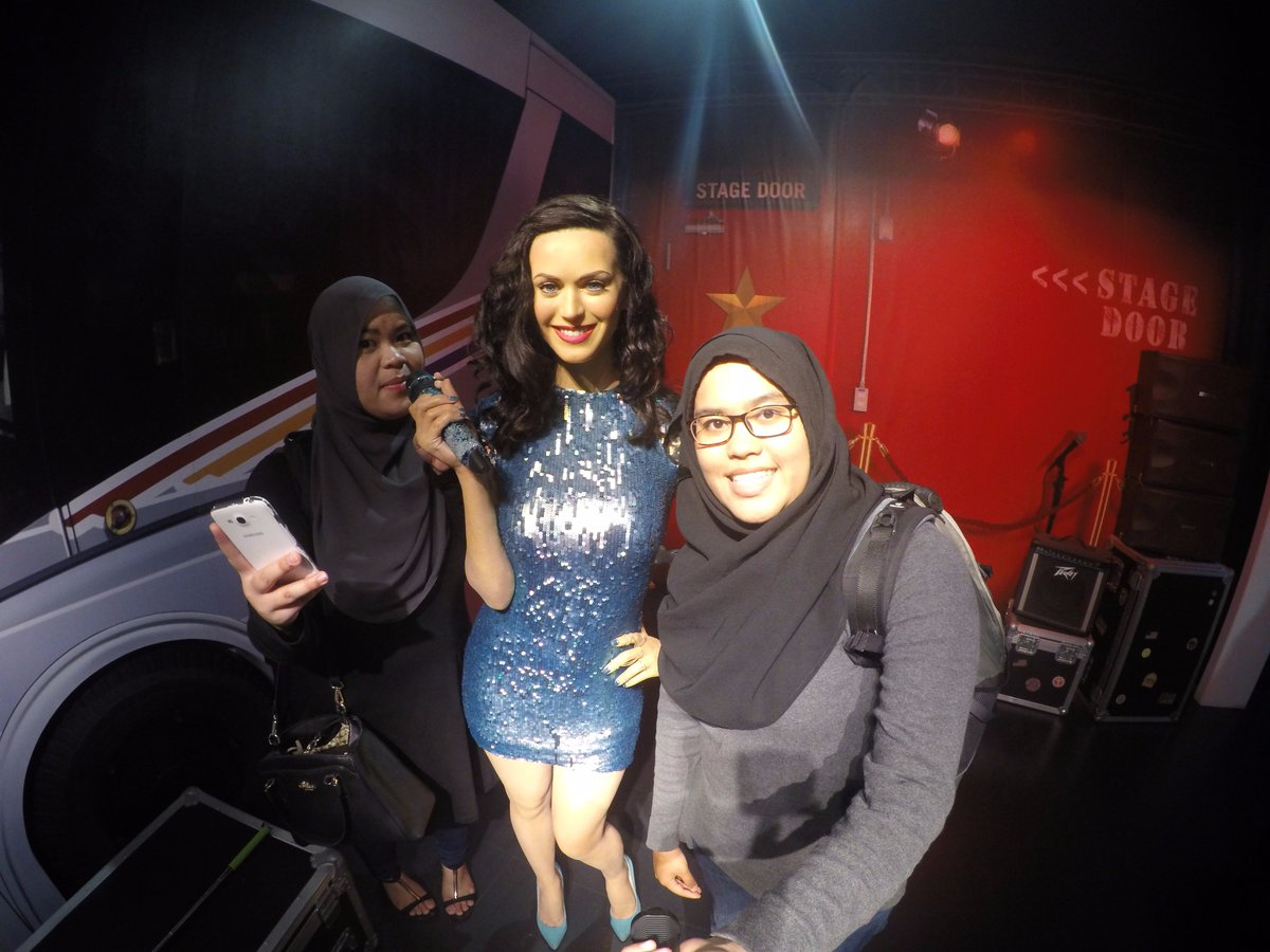 Singing with @katyperry haha #Popstar #newartist #berangan https://t.co/d7j63C8dGx