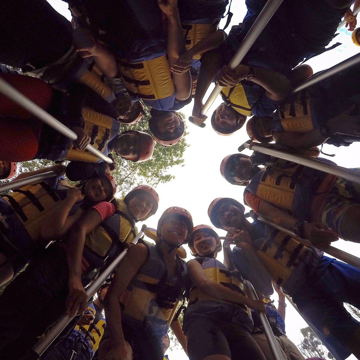 Selesai melihat air terjun Bedegung langsung menjajal Enim Rafting yang hari ini di level 3-4 #pesonasriwijaya https://t.co/VUTMHBVlpG