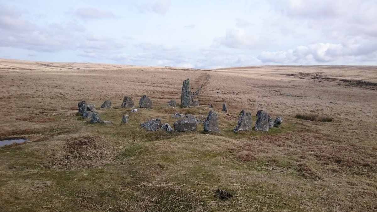 Hingston Hill stone row and circle #Dartmoor #sh https://t.co/mss14VYxWj