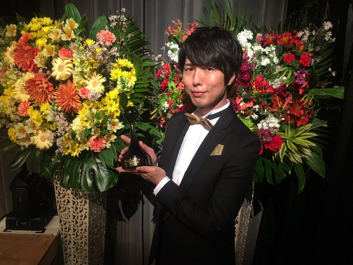 第10回声優アワード無事終了、  神谷浩史が5年連続で最多得票賞をいただき、殿堂入りをはたしました!  皆さまのおかげです、ありがとうございました! https://t.co/Docu6IfpEn