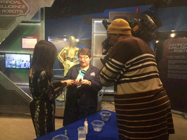 Here's a behind-the-scenes moment from our #SaturdayScience experiment with @WTHRcom Sunrise & @NaomiPescovitz! https://t.co/HOT6Hi03SU