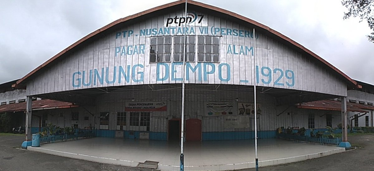 Dari kebun teh, mengunjungi pabrik teh milik PTPN yang sudah berdiri sejak 1929 dan masih asli #pesonasriwijaya https://t.co/ymZWzZsTx9