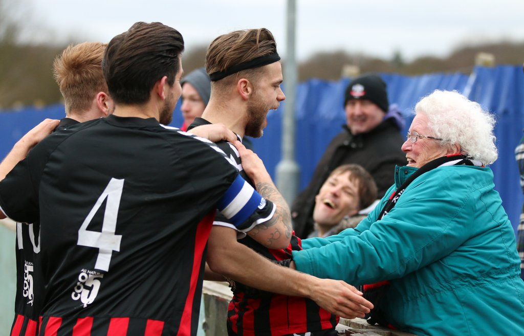 """""""What's so special about non-league football?"""" THIS is what's so special... #PlayersFansUtd  Photo by @Gingeraction https://t.co/UFrc43piWJ"""