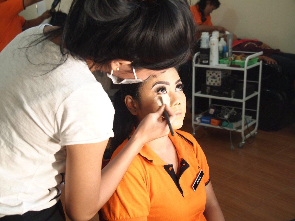 Manfaat Alami Wanita Yang Tanpa Make Up - AnekaNews.net