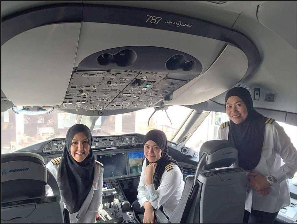 All-woman crew just flew us EWR-LHR. This crew flew Royal Brunei to Saudi: they can fly a plane but not drive a car https://t.co/YSmxrvQZBR